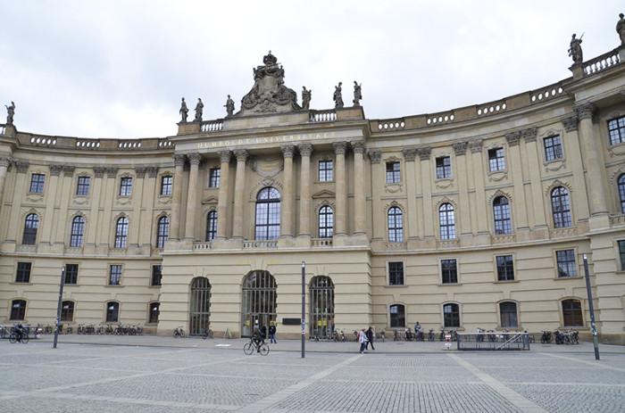 Berlin - ładne budynki i miasto w budowie (13)