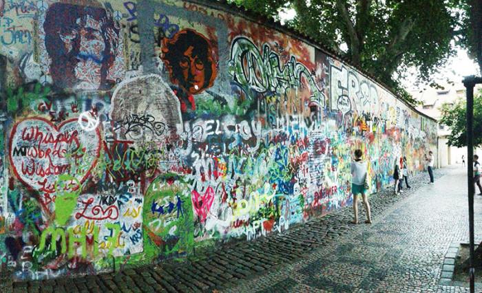 Ściana Johna Lenona - Praga