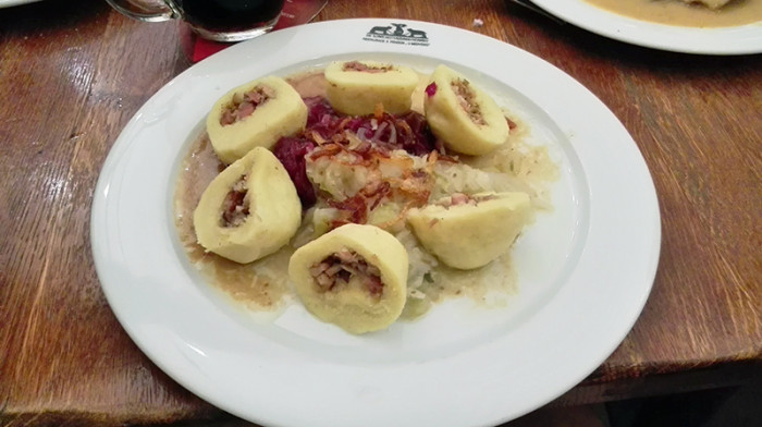 Restauracja U Medvidku - Praga - knedliki z kapustą i mięsem